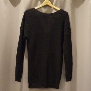 V-back knit sweater!